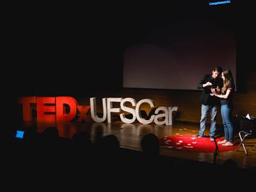 (Português) TEDxUFSCar Ilusionista Caio Ferreira. Bicampeão Latino-Americano de ilusionismo